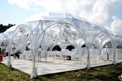 Ballonhimmel mit Sternenballons auf Hochzeitsfeier