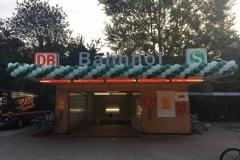 Klassische Ballongirlande S-Bahnhof Pinneberg