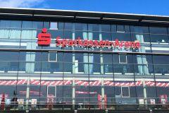 Regelmäßige Ballongirlande Sparkassen Arena Kiel