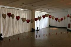Raumdekoration Hochzeit mit Ballonherzen