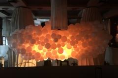 Ballonhimmel weiß mit Lichtdekoration