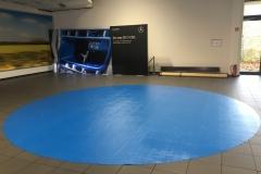 Teppichverlegung blauer Teppich
