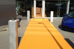 Teppichverlegung gelber Teppich