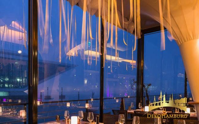 dekoriertes Hafenrestaurant zu Silvester