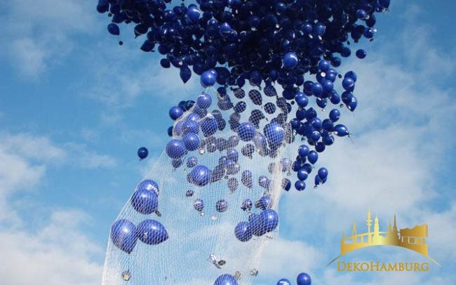 Die Nivea Ballontraube steigt in den Himmel