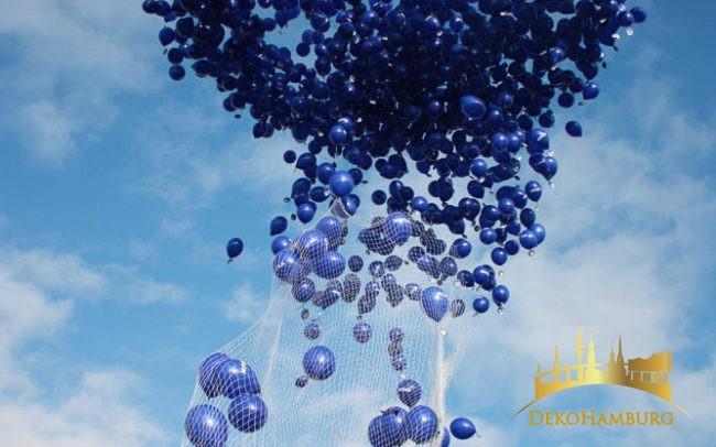 Nivea Ballonwolke steigt in den Himmel