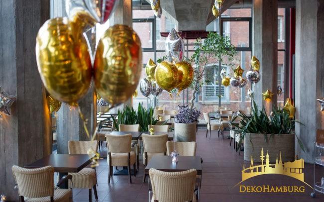 Ballondekoration Restaurant mit Ballonsträußen
