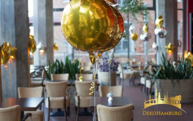 Ballonsträuße als Dekoration im Restaurant