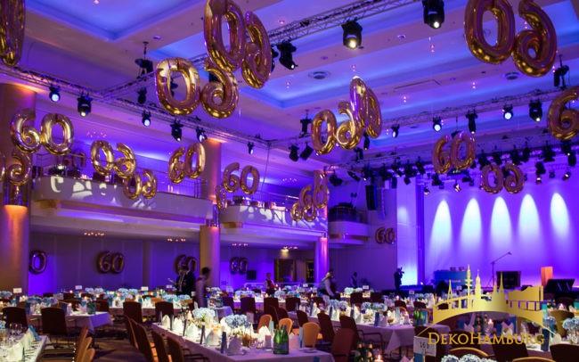 Festsaal mit Dekoration aus Luftballons