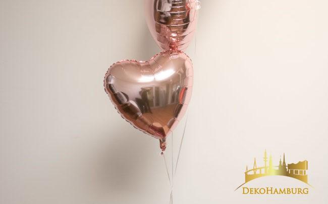 3 Herzballons steigen aus dem Karton auf