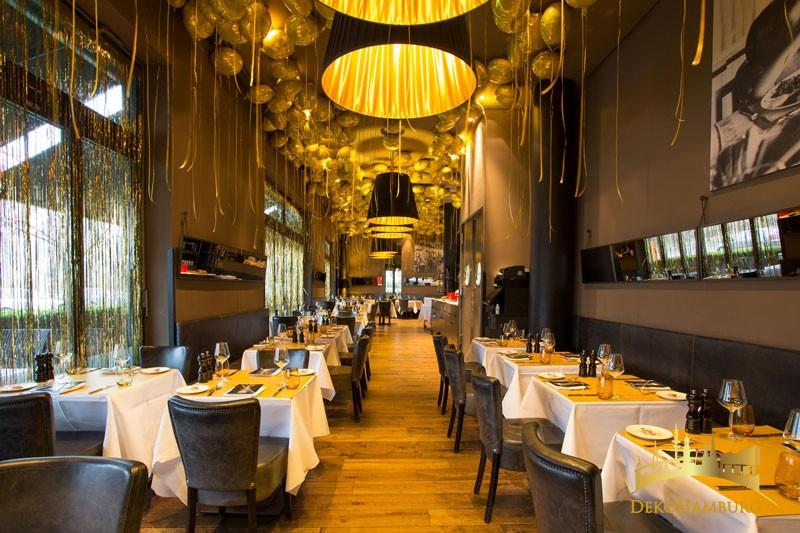 Restaurant Dekoration zu Silvester mit Ballons