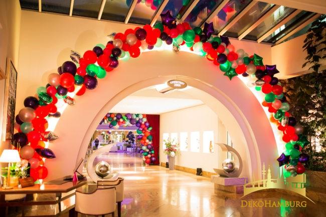 Bunte unregelmäßige Ballongirlande als Silvesterdekoration von dekohamburg.de